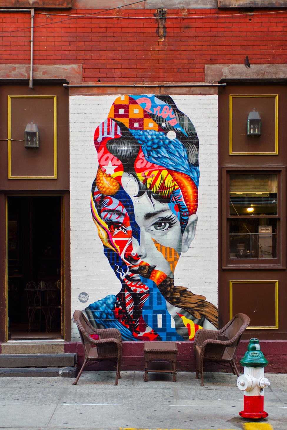 Your guide to nyc 39 s best murals in soho nolita for Audrey hepburn mural soho